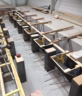 Création d'une fosse pour la pose d'une machine dans une entreprise de métallurgie